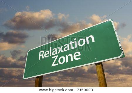 Nubes y zona de relax Green Road Sign