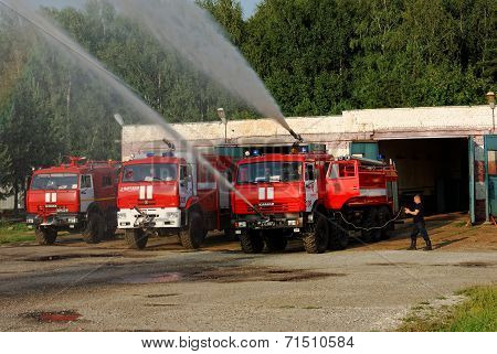 NIZHNY NOVGOROD. RUSSIA. JULY 31, 2014. STRIGINO AIRPORT.the fire truck with the working fire engine
