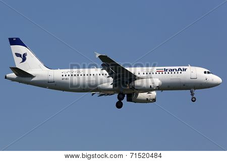 Iran Air Airbus A320 Istanbul Airport