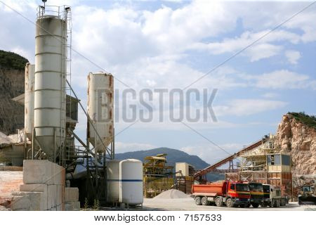 Aggregates and gravel stones construction factory