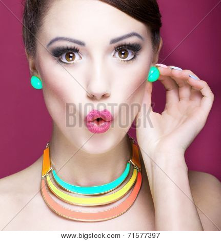Attractive surprised young woman, beauty and  fashion accessories concept