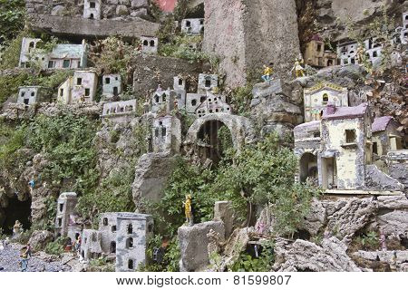 Amalfi Creche And Fountain