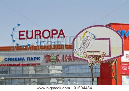 The Basketball Backboard And Basket On The Background Of A Shopping And Entertainment Complex Europa
