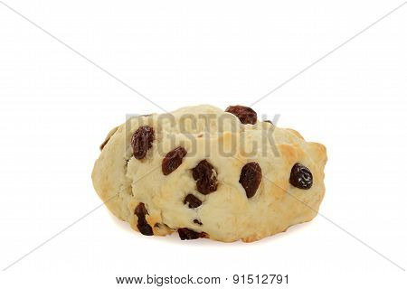 closeup english scone with raisins