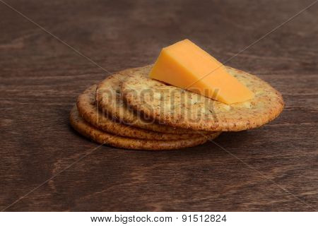 wheat crackers with cheddar cheese