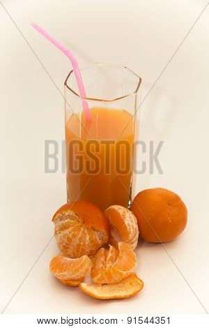 Tangerine juice in a glass glass with tangerines