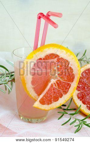 Grapefruit Juice Decorated With Grapefruit Slice