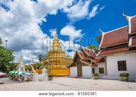 Chiang Mai, Thailand. Wat Phra That Sri Chom Thong Temple.