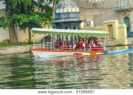 ferry boat in front of Udaipur palace