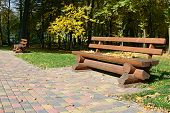 picture of banquette  - Wooden bench in the autumn park - JPG