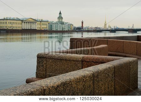 In St. Petersburg the wind and wet weather.And in the river Neva water level has risen.