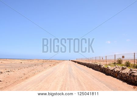 Photo Picture of a Countryside Desert Dirt Path