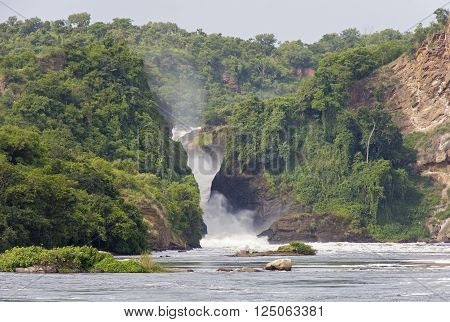 A view at the Murchison Falls and Victoria river from a small boat