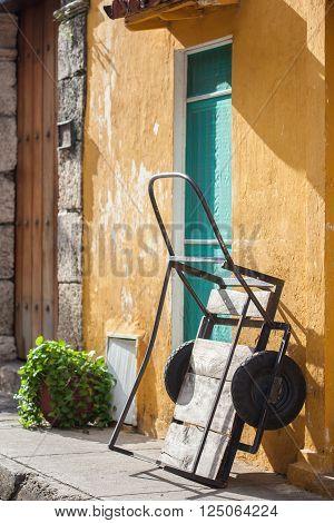 Tradicional wooden wagon in Cartagena de Indias