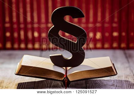 Black Wooden Paragraph