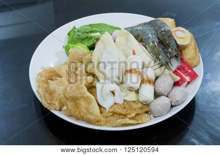 Mix fresh raw vege with seafood prepared for seafood