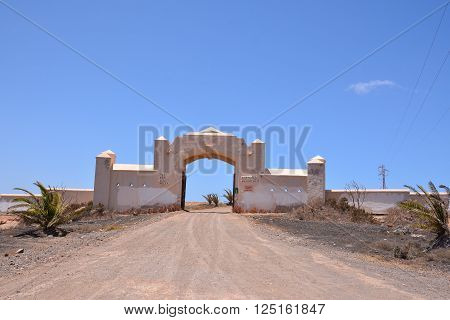 Photo Picture of an Abandoned Desert House Exterior