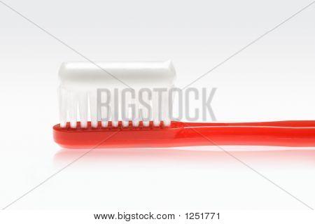 Escova de dentes vermelha