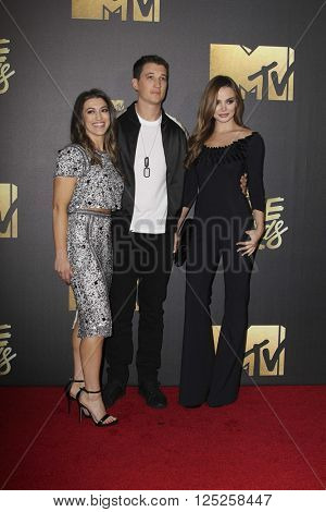 LOS ANGELES - APR 9:  Dana Teller, Miles Teller, Kaleigh Sperry at the 2016 MTV Movie Awards Arrivals at the Warner Brothers Studio on April 9, 2016 in Burbank, CA