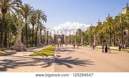 triumphal arch on the palms boulevard in barcelona, spain, catalonia