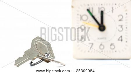 picture of a keys in front of vintage alarm clock
