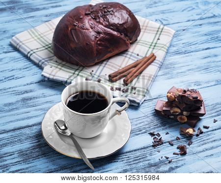 Bun Poured Chocolate Icing