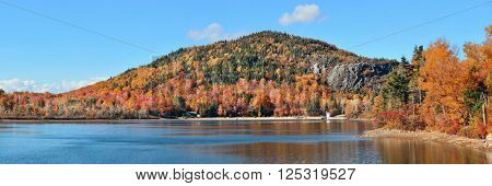 Lake and Autumn foliage in White Mountain, NH