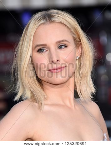 LOS ANGELES - MAR 28:  Kristen Bell arrives to the