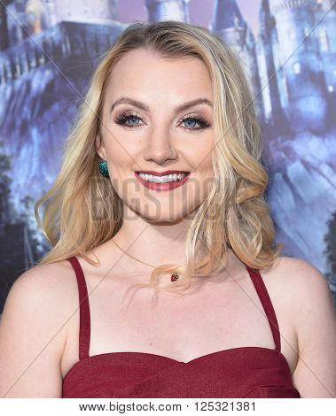 LOS ANGELES - APR 05:  Evanna Lynch arrives to the Wizarding World of Harry Potter Opening  on April 05, 2016 in Hollywood, CA.