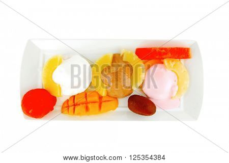 ice cream on pineapple with mango on plate