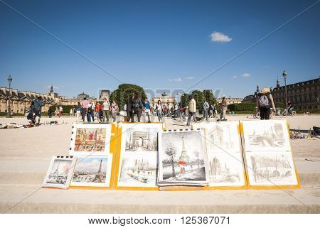 Art For Sale In Parisian Park