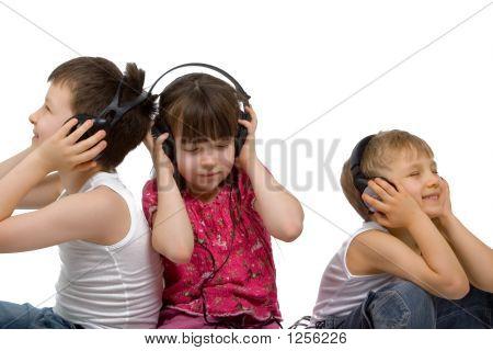 Kinder Musikhören
