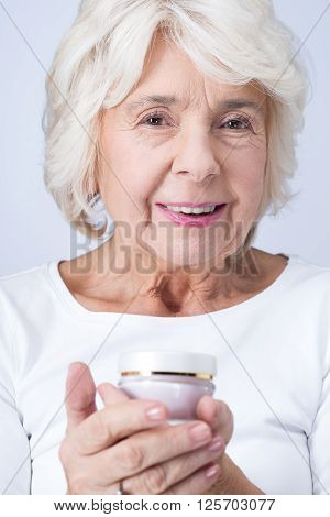 Anti-aging Cream Helps To Keep Your Face Young