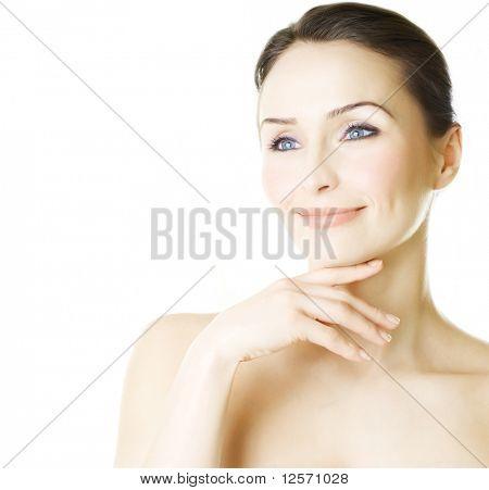 Belo retrato de mulher jovem isolado no branco