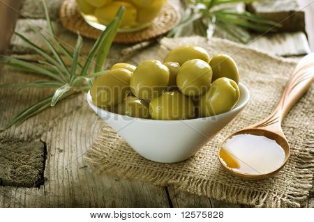Aceitunas y aceite de oliva virgen