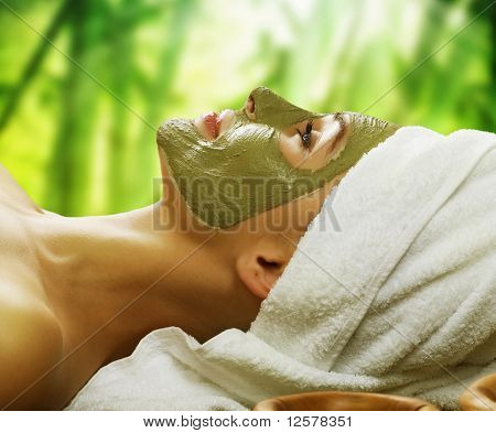Frau in Spa.Mud Maske