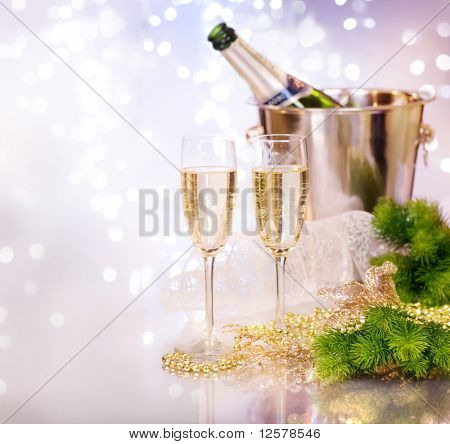 Zwei Champagner Glasses.New Jahr Celebration.Shallow DOF