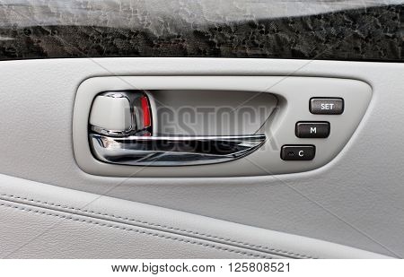 Car door handle with power seats memory control unit