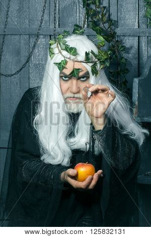 Zeus With Apple