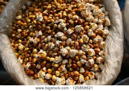 a close up image of fresh n healthy dry pop corns