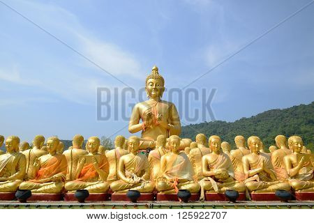 Big Golden and thousand of Golden Buddha statues