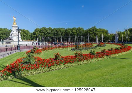 LONDON UK - 18TH JULY 2015: Red flowers outside Buckingham Palace in the summer