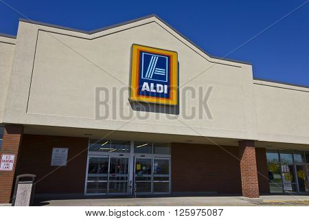 Indianapolis - Circa April 2016: Aldi Discount Supermarket. Aldi is Simply Smarter Shopping I