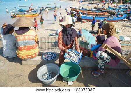 Bali Indonesia Apr 5 2016 : Balinese woman selling fresh fish at Jimbaran village on Apr 5 2016 in Bali Indonesia. Jimbaran village is among famous place to see fisherman life in Bali.