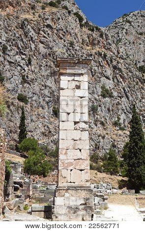 Ancient greek shaft at Delfi