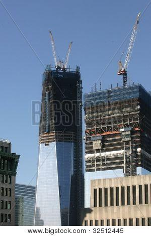 NEW YORK - 4. APRIL: Ein Blick auf das World Trade Center in New York City am 4. April 2012 erscheint.