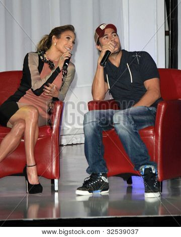 LOS ANGELES - APR 30:  Jennifer Lopez, Enrique Iglesias at a press conference to announce their Summer Tour at Boulevard3 on April 30, 2012 in Los Angeles, CA