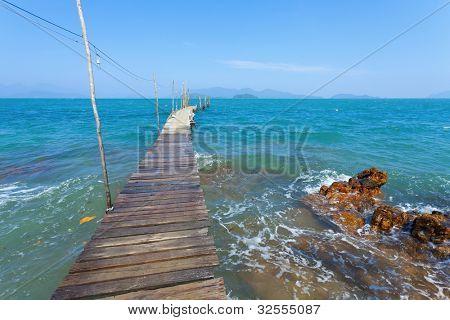 Shaky pier