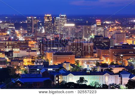 Metropolitan Skyline der Innenstadt von Birmingham, Alabama, USA.