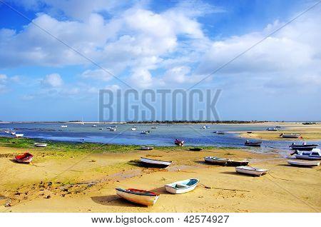 Pequenas embarcações na Ria Formosa, Algarve